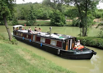 Cruising canal de Garonne and river Baise