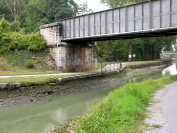 Canal de Garonne drained for emergency work